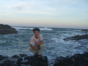 Sóng biển với bờ đá